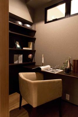 【現地写真】ワークルーム♪仕事だけでなく趣味など一人の時間を楽しむ部屋としても利用できそうです♪