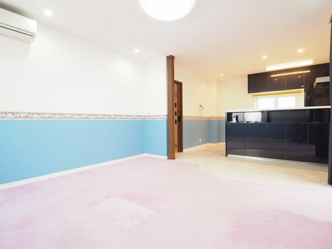 17.9帖のリビングには、床暖房も設置されており家族団らんのひと時を演出致します。
