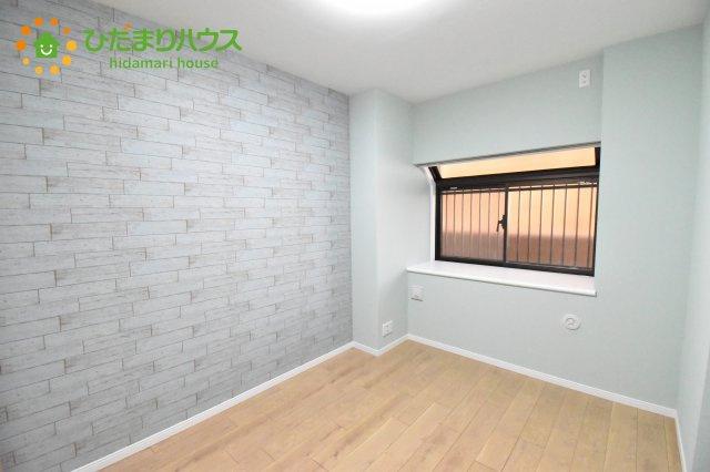 お洒落なクロスの主寝室!大切なプライベート空間を素敵に演出できます♪