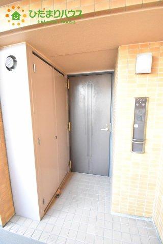 プライバシーを守れる安心なアルコープ玄関