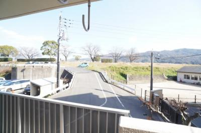 【緑豊かな情景がポイント!】 本物件のバルコニーからは、 太田川と緑豊かな景色を臨む。 戸坂の四季折々の表情を家から眺めることができるなんて 最高ですね。素敵な写真も撮れそう!