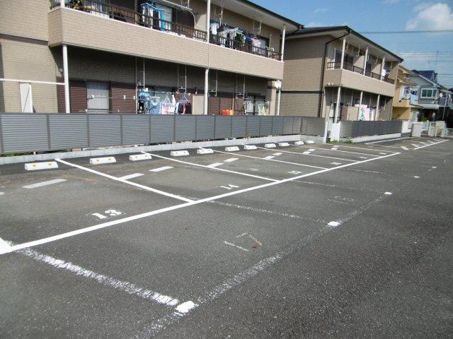 【外観】グランウェイハイツ駐車場
