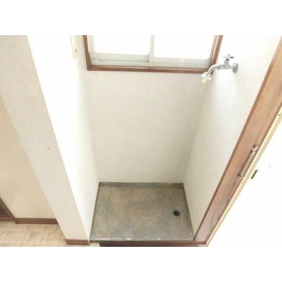 玄関脇の室内洗濯機置場