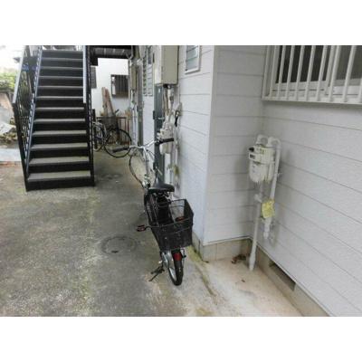 自転車・バイクは空きスペースに停められます