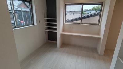 2面採光で通風も良好♪カウンタ―テーブル付き♪ 新築戸建の事はマックバリュで住まい相談へお任せください。