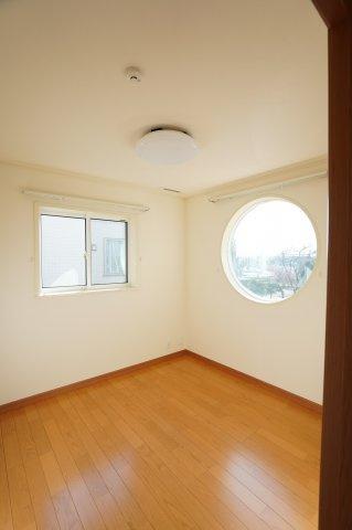 4.5帖 小窓もアクセントになってかわいいお部屋です。
