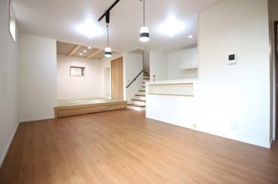 【施工例:ゆいホームの注文建築】建築条件なしの土地ですので、お好きな工務店やハウスメーカーで《注文建築》が出来ます!ご家族構成やライフプランに沿った間取りや仕様が実現します!