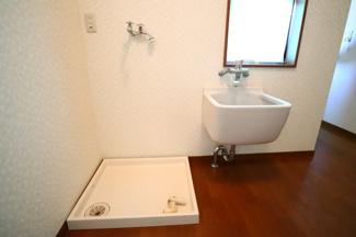 富里市七栄 中古戸建 成田駅 2階ランドリースペース。水栓もついていますので、洗濯やお掃除に重宝します。