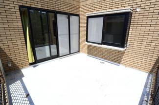 富里市七栄 中古戸建 成田駅 2階バルコニー。1階洋室スペース上のバルコニーは広々としており、日当たりも良好です。