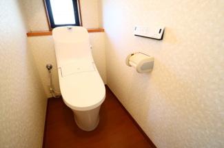 富里市七栄 中古戸建 成田駅 2階トイレ。うれしい温水洗浄便座付き。