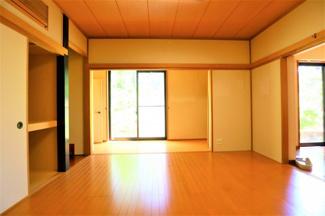 富里市七栄 中古戸建 成田駅 1階LDK横洋室8.0帖。収納も多くゆったりとした空間。