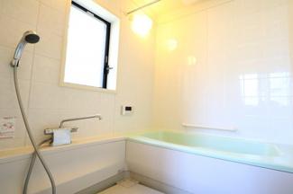 富里市七栄 中古戸建 成田駅 1.25坪タイプの広々としたお風呂。