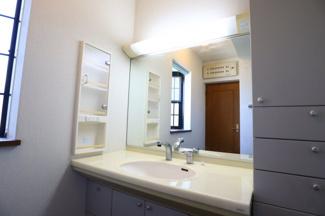 富里市七栄 中古戸建 成田駅 1階独立洗面台。収納力のある洗面台です。