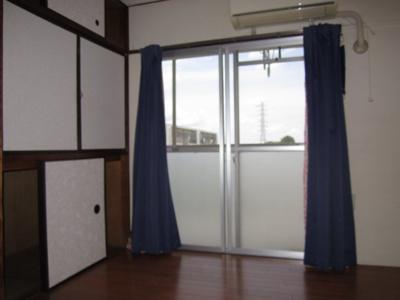 【洋室4.5帖】4階の為、風通し・眺望良好です。