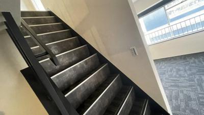 メゾネットタイプのお部屋なので階段があります。