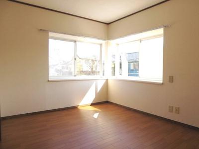 出窓付、2面採光の6帖洋室