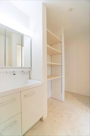 洗面室にも豊富な収納! 気遣いのある設計♪