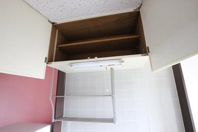 キッチンには戸棚もあり、収納豊富です。