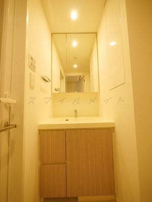 二面鏡付き洗面所です。