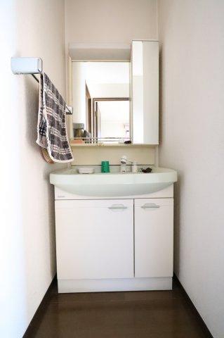 使いやすい2階の独立洗面台です 三郷新築ナビで検索