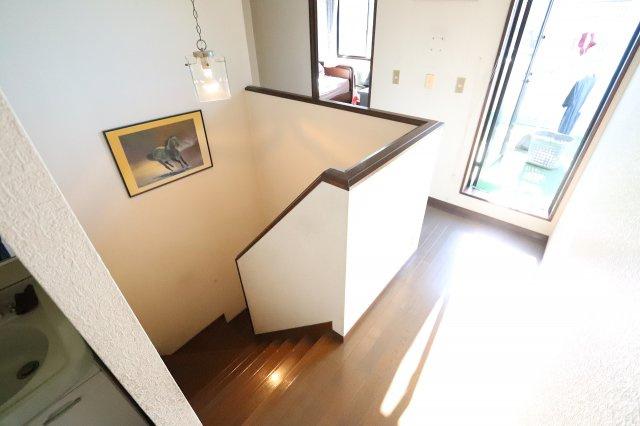 2階ホールにも明るい陽射しが差込みます♪三郷新築ナビで検索
