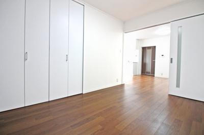 LDKの続きにある洋室6帖のお部屋には、収納がたっぷり!お部屋が広く使えますね。