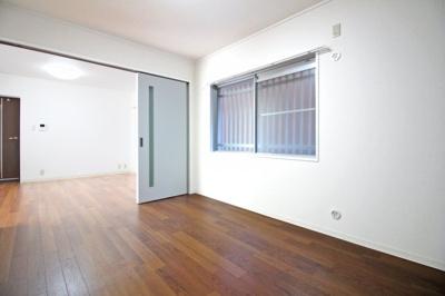 LDKと洋室の扉を開放すれば、更に広々としたスペースが確保できます。開放的な住まいです。