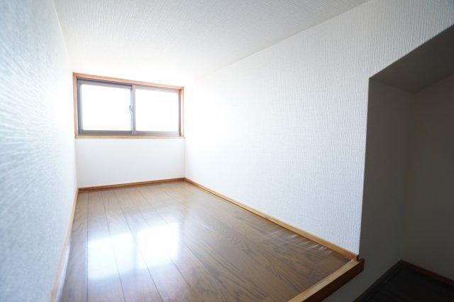 2階6帖 ロフトです。窓があるので換気ができるのもうれしいですね。