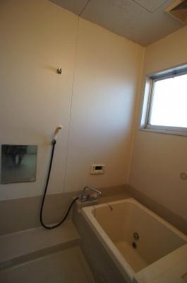 浴室にも窓付
