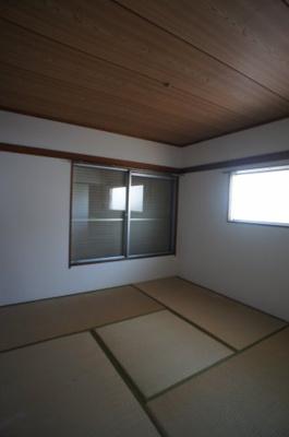 押入収納付の和室