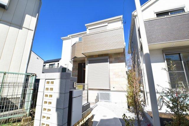 白をベースとしたシンプルで素敵なデザインの新築物件♪