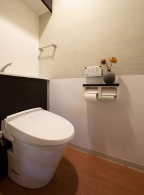 収納棚付きのお手洗い。