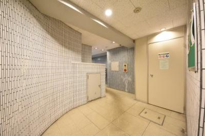 【エントランス】開発センタービル