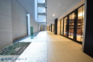 【中庭】ワコーレ神戸三宮トラッドタワー
