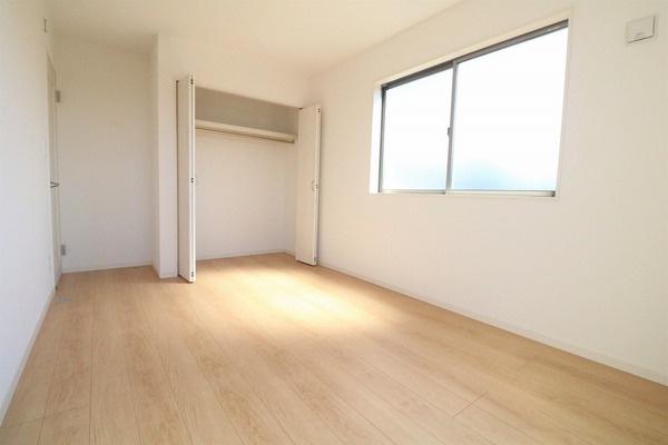 2階6.75帖洋室。寝室にいかがでしょうか♪