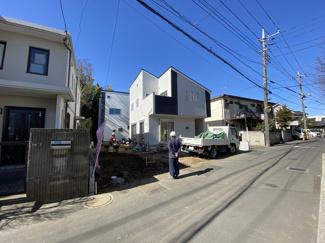 法華経寺風致地区内の歴史ある閑静な住宅街に立地しております。