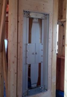 1階中心軸のX・Y方向に制震装置2基が設置されております。