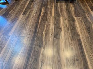 フローリングの床の写真です。綺麗なのが分かっていただけますか?