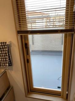 2階洗面からバルコニーへ出る勝手口。