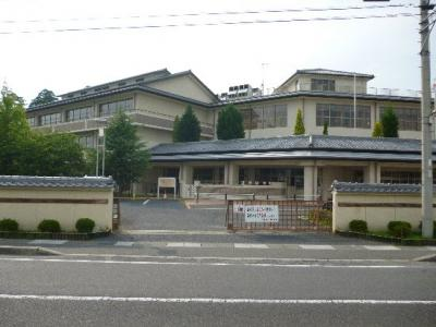 東近江市立五個荘小学校(791m)