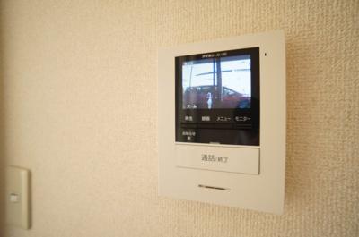 TVモニターホンで、 訪問者を確認できます。
