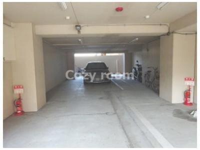 現況満室ですが、マンション内に駐車スペースもあります