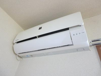 同間取り2階のお部屋のエアコン