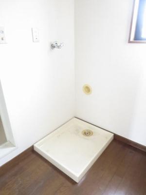 同間取り2階のお部屋の室内洗濯機置場
