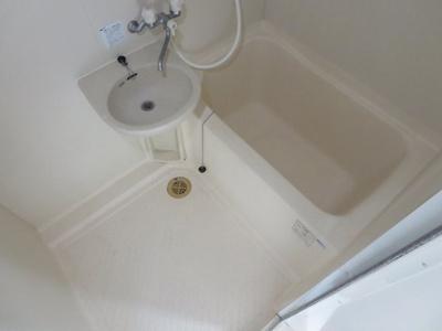 同間取り2階のお部屋の浴室