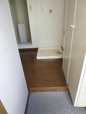 同間取り2階のお部屋の玄関、シューズボックス