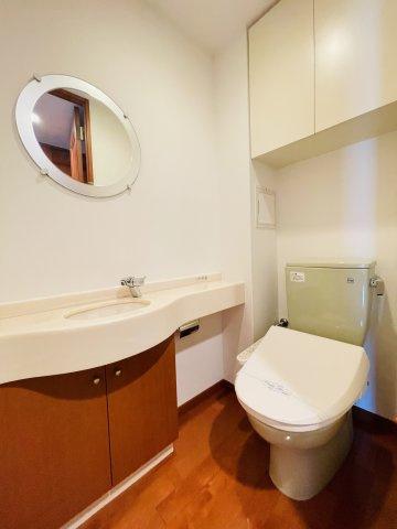雨の日でも洗濯に困らない浴室乾燥機、いつでも温かいお風呂に入れる追い焚き機能付。