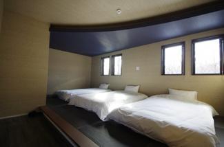小上がりになっている寝室