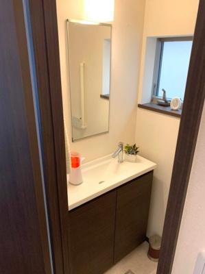 1階レストルーム内の手洗い器