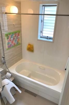 自然光と風が入る浴室